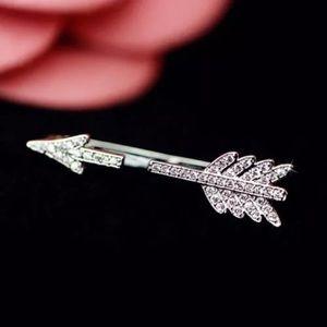 Jewelry - NWT silver toned arrow earring