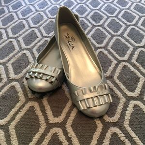 Clearance✨SBICCA Silver Ruffle Flats