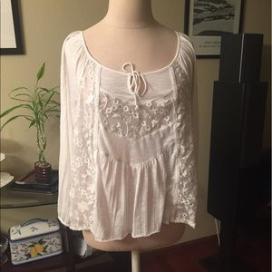 American Eagle Outfitters Tops - Adorable American Eagle Top w/lace