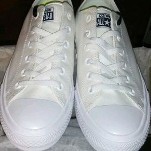 fc8533f23cca0 Converse Shoes - NWT Converse Chuck II 2 Low Top White w  Lunarlon
