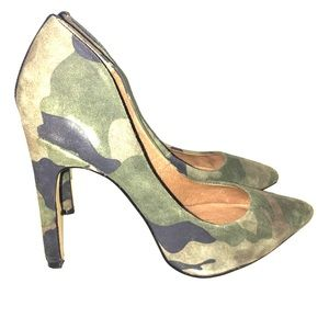 SIZE 7 CAMO POINTED HELLS