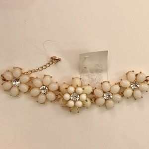 Anthropologie Jewelry - Anthropologie White /Silver Flower Bracelet