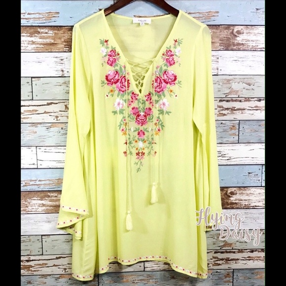 Off flying daisy other lace up v neck floral