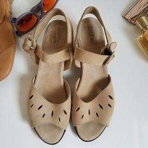 Arche Shoes - Arche Molya Women Tan Sandals