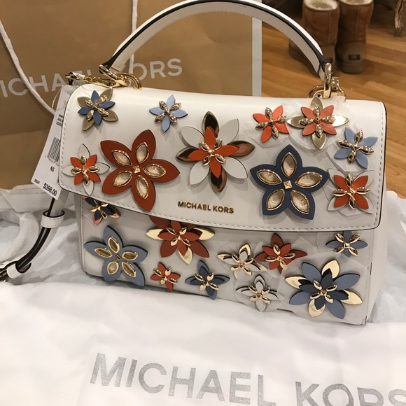 Michael Kors Handbags - NWT Michael Kors crossbody handbag