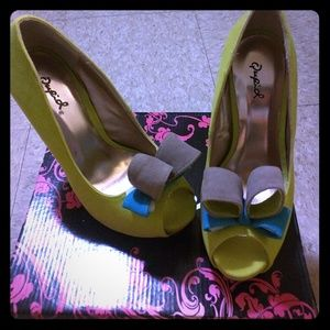 Shoes - Lime green velvet high heels with bow