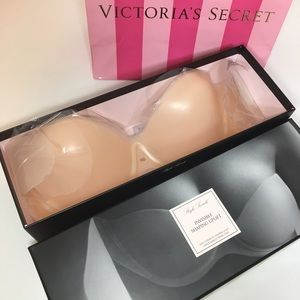 NEW VICTORIA'S SECRET INVISIBLE UPLIFT BRA