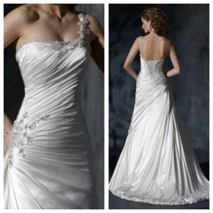 maggie sottero Dresses & Skirts - Size 6 one shoulder Maggie Sottero wedding dress