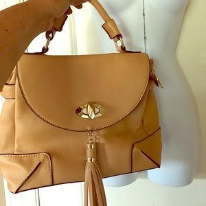 ⏬ NWOT Tan handbag with tassel