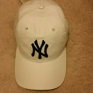 New Era Accessories - NWOB NEW ERA EXCLUSIVE NY YANKEE CAP