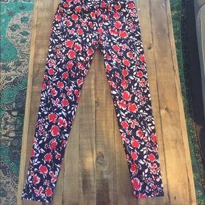 LuLaRoe Pants - Black red floral OS leggings LuLaRoe