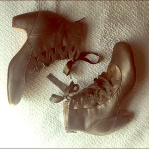 Gee Wawa lace-up belle heeled booties!