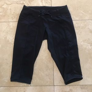 lululemon athletica Pants - Lululemon Crop Capris with piping black size 10
