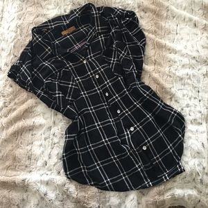 Jachs Tops - Loose fitting button up boyfriend shirt