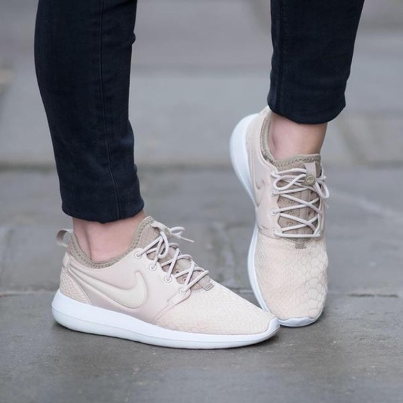 premium selection 4e629 c9f65 Women's Nike Roshe Two SE Casual Sneakers NWT