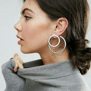 Jewelry - circle double sided post hoop statement earrings