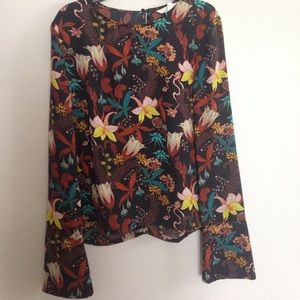 H&m bell sleeve blouse new xs