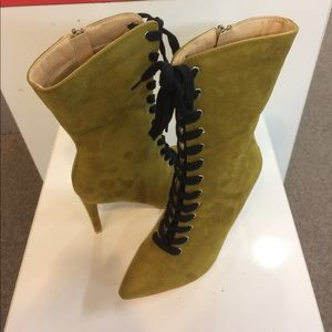 Cape Robbin Gigi11A  lace up booties brown suede