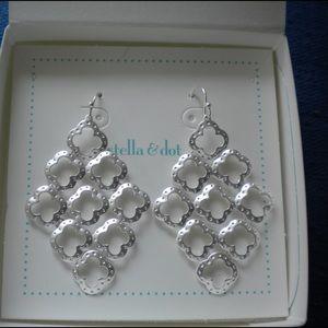 Stella & Dot Jewelry - Stella & Dot Signature Clover Earrings