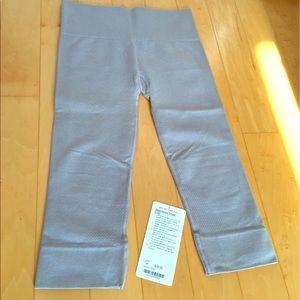 lululemon athletica Pants - Lululemon Seamlessly Street Crop Size 4