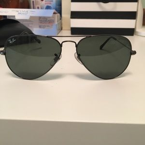 Black raybans with gray frame