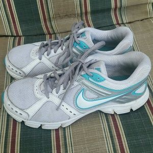 Women's Nike running shoes (Size 6.5)