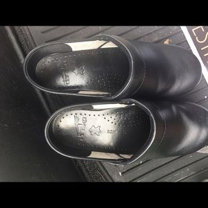 Dansko Shoes - Black Dansko Clogs