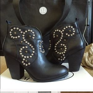 Steve Madden black ankle booties