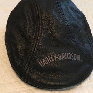 db69010c6ab0c Harley-Davidson Accessories - NWOT Men s HD Nostalgic Trademark Leather Ivy  Cap