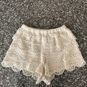 Mia Chica Pants - Cream Laced Shorts