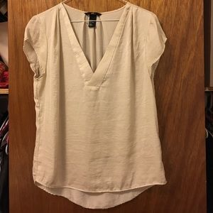 H&M silky v-neck T-shirt size 6