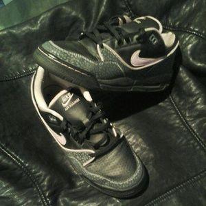 Nike Shoes - Nike Air Assault Low Tops Sneakers