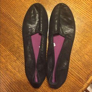METALLIC BLACK SLIP ON SHOES