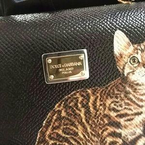 a750c8fa946e Dolce   Gabbana Bags - EUC Dolce   Gabbana Sicily Von cat print clutch