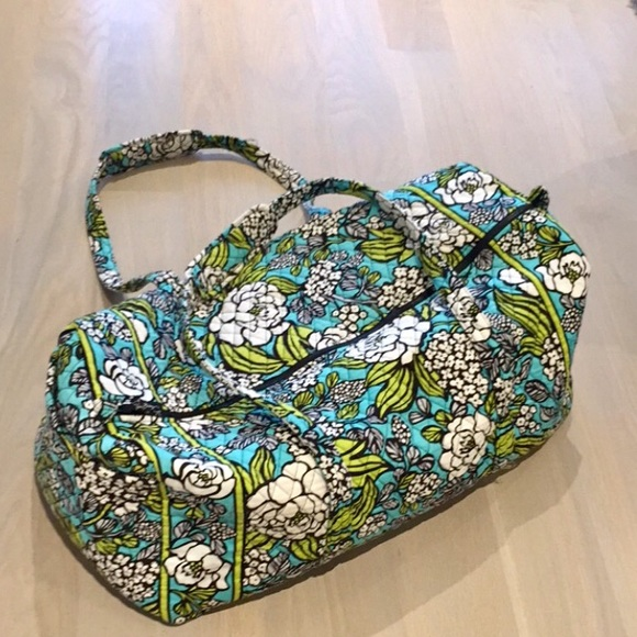 0f788cc4aa Vera Bradley XL Bag Island Bloom-Retired style. M 58f6b7d47f0a058380007b00