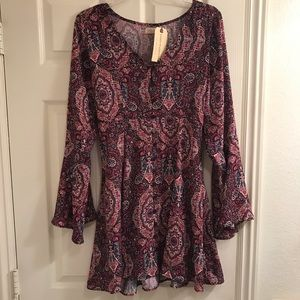 For Love and Lemons Dresses & Skirts - Pink paisley floral dress with flowy sleeves!