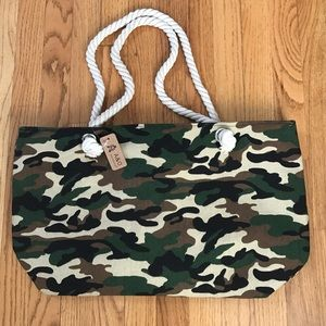 Handbags - ✨NEW✨Trendy Camouflage Green Canvas Tote Bag