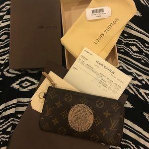 Louis Vuitton Handbags - ⚡️FLASH SALE⚡️Louis Vuitton Zipper Wallet