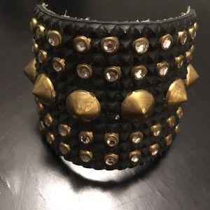 Spikes cuff