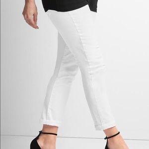NWT GAP Maternity white jeans size 4