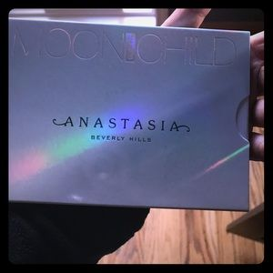 Brand new Anastasia moonchild oalette. Sold out.
