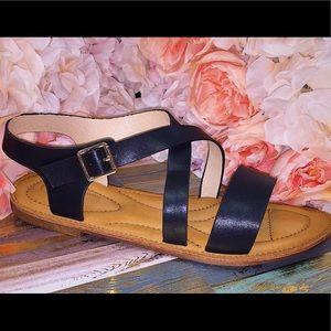 Shoes - 🖤Back to basics summer sandal !!