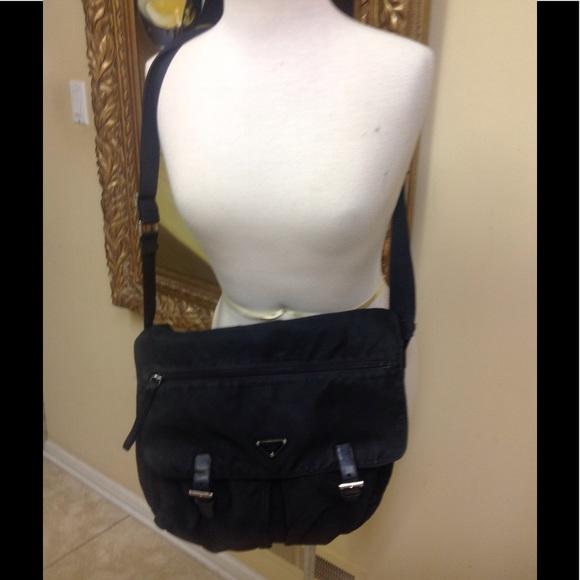 f7ac667f28cc Prada Large Nylons And Leather Messenger Bag. M 58f7985c713fde0e7100ce7e