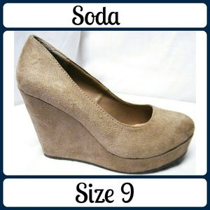 Soda Shoes - Sz 9 Soda Pumps, Tan Suede