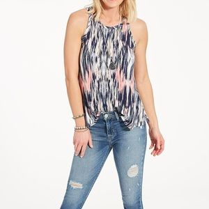 Evereve Tops - EVEREVE Top (same shirt, different pattern)