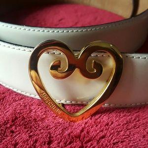 Moschino Accessories - Vintage 🌹 Moschino Redwall gold heart belt
