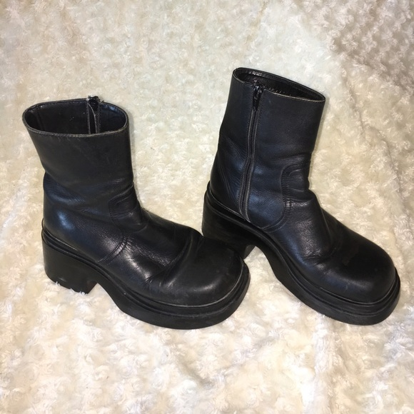7531cdae26d Vintage Steve Madden Leather Chunky Boots. M 58f7bcb54225be52d9002dc1