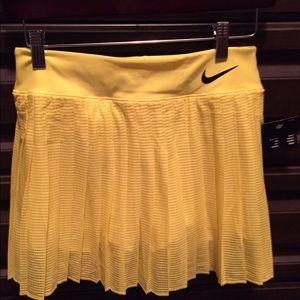 Yellow Nike tennis skirt