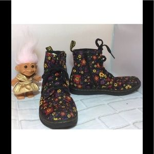 Dr. Martens Girl's Marley Boot Flowers Zip Kids 2