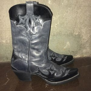 Ariat Shoes - Ariat Cowgirl boots size 7